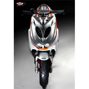 """Imagen del producto para 'Póster SIP """"N8RO RACER PROJECT FRONTVIEW"""" SCOOTERTitle'"""