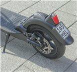 """Imagen del producto para 'E-Scooter """"BACK TO SCHOOL"""" Bundle TRITTBRETT Kalle con puños VANS (blanco) y Masterlock StreetcuffTitle'"""